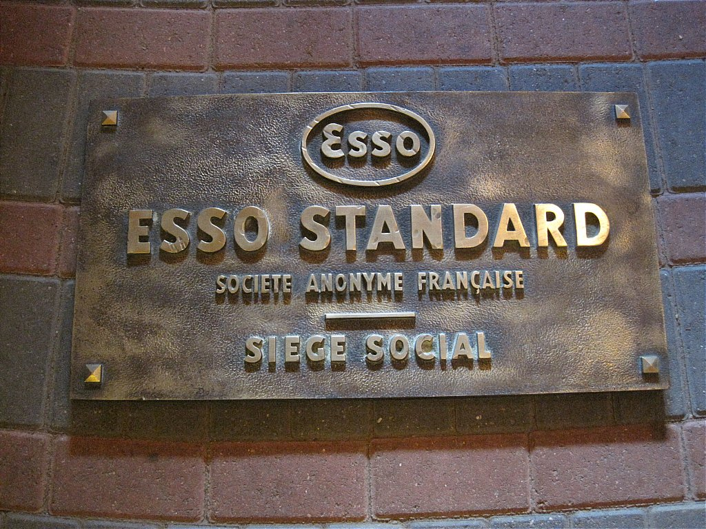enamel signs petrol pumps petroliana automobilia esso brass wall plaque. Black Bedroom Furniture Sets. Home Design Ideas