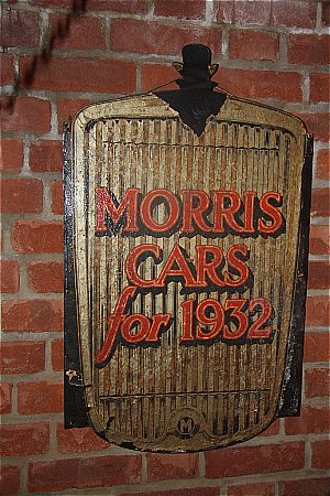 MORRIS CARS 1932 - click to enlarge