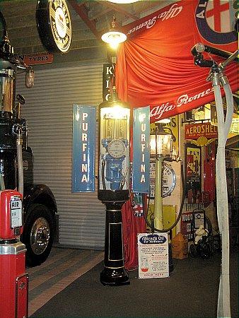 SIAM TWIN DOOR STREET LAMP PUMP. - click to enlarge