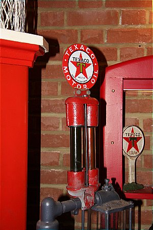 TEXACO OIL SAMPLE DISPLAY UNIT. - click to enlarge