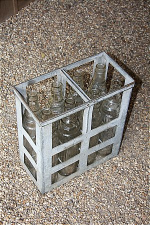 ESSOLUBE OIL CRATE - click to enlarge