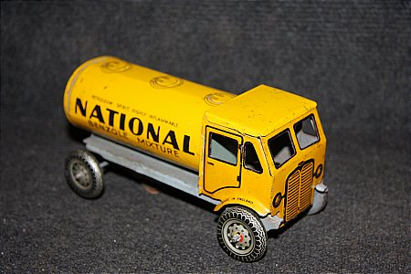 NATIONAL BENZOLE CLOCKWORK TOY TANKER - click to enlarge