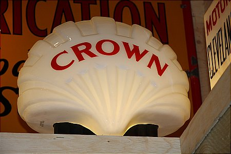 FAT CROWN SHELL GLOBE - click to enlarge