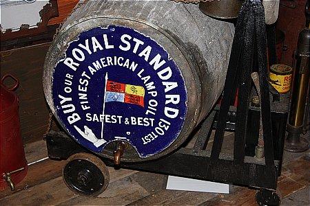ROYAL STANDARD LAMP OIL - click to enlarge