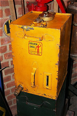 SHELL GOLDEN OIL CABINET - click to enlarge