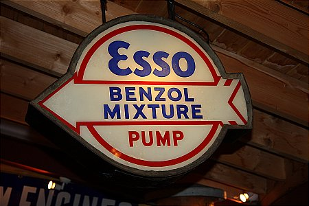 ESSO BENZOL ARROW LIGHTBOX - click to enlarge