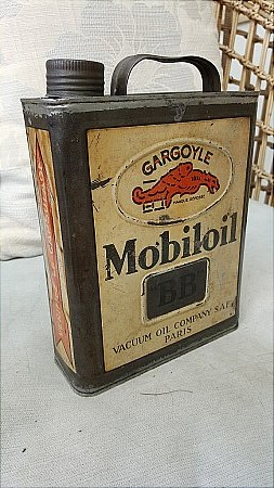 MOBIL OIL FRENCH QUART OIL CAN. - click to enlarge