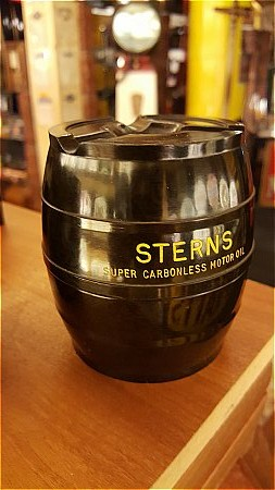 STERNS BAKELITE ASH TRAY - click to enlarge