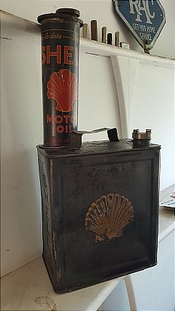 SHELL 2 GALLON CAN PLUS OIL QUART. - click to enlarge