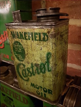EARLY CASTROL QUART - click to enlarge