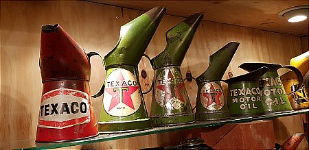 TEXACO (RED) PINT POURER - click to enlarge