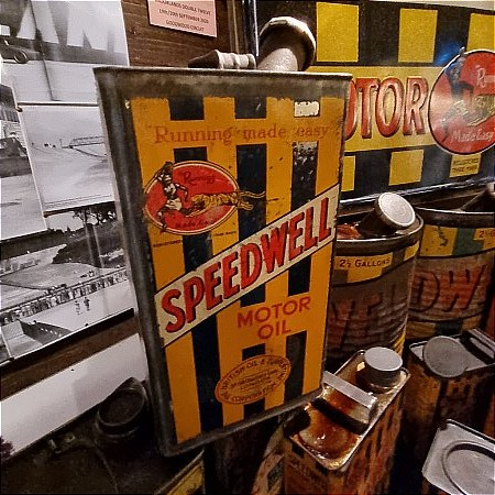 SPEEDWELL GALLON OIL CAN - click to enlarge