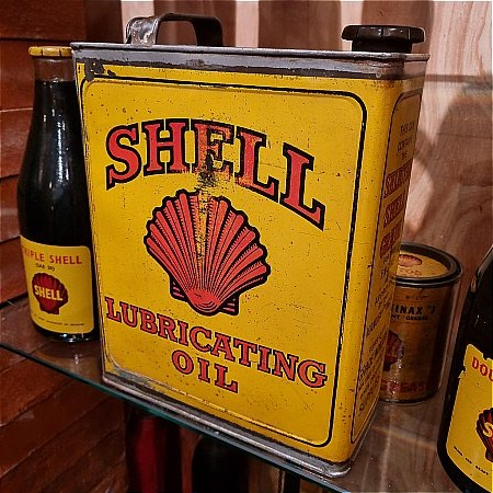SHELL GALLON OIL - click to enlarge