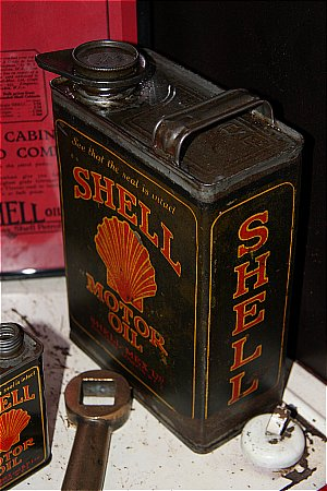 SHELL (Black) MOTOR OIL (Gallon)  - click to enlarge