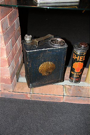 SHELL PETROL / OIL  . . .(2 Gallon Can) - click to enlarge