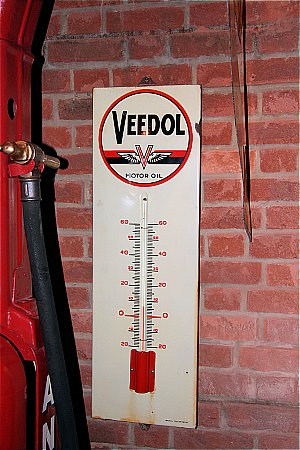VEEDOL THERMOMETER - click to enlarge