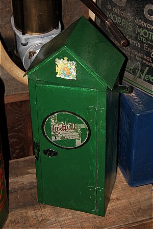 CASTROL CABINET (WALL) - click to enlarge